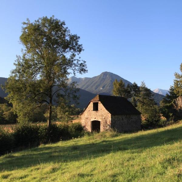 Charme de la vallée de l'Ouzoum - Asson · © stockli