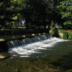 Le barrage du Château d'Angaïs · © stockli